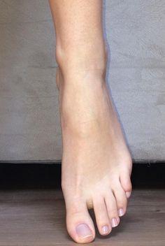 feet-female Leg Reference, Pose Reference Photo, Human Reference, Anatomy Reference, Beautiful Toes, Pretty Toes, Foot Anatomy, 3d Anatomy, Anatomy Study