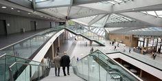 Das Foyer des World Conference Center Bonn, das Anfang 2015 eröffnet wurde. Ursprünglich war das für 2010 geplant.