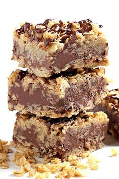 No-Bake Dessert Recipes That You Can Make in No Time You can get away with having these chocolatey no-bake oatmeal bars for breakfast. You can get away with having these chocolatey no-bake oatmeal bars for breakfast. No Bake Chocolate Desserts, Easy No Bake Desserts, No Bake Treats, Delicious Chocolate, Delicious Desserts, No Bake Oatmeal Bars, No Bake Bars, Oat Bars, Oatmeal Dessert