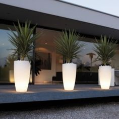 Pure Soft High Light - eclectic - outdoor lighting - - by Posh Patio Very groovy. Kill 2 birds with one stone. Eclectic Outdoor Lighting, Patio Lighting, Modern Outdoor Lights, Outdoor Planters, Outdoor Gardens, White Planters, Indoor Outdoor, External Lighting, Landscape Lighting