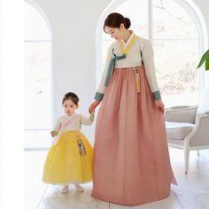엄마와 아기 가족세트로도 반응이 좋지만 신부한복으로도 추천드리는 금귤한복