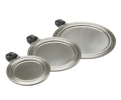 Each size of this universal lid fits more than one size of saucepan
