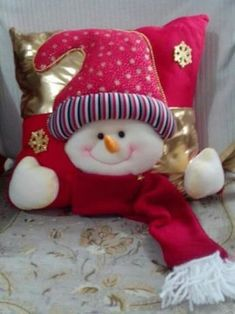 Cojin nieve Christmas Pillow, Christmas Art, Christmas Projects, Holiday Crafts, Christmas Holidays, Christmas Ornaments, Holiday Decor, Paper Christmas Decorations, Xmas Stockings