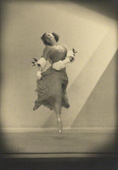 saisonciel:  Louise Browne by Lenare, c. 1934