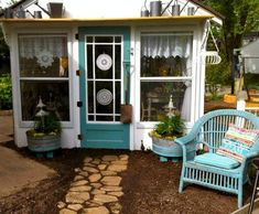 Garden color: Painting galvanized tubs