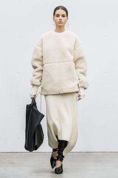 Hyke Tokyo Fall 2018 Fashion Show Collection: See the complete Hyke Tokyo Fall 2018 collection. Look 22