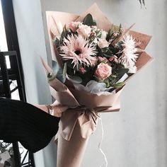 . Lesson Order Katalk ID vaness52 E-mail vanessflower@naver.com . #vanessflower #vaness #flower #florist #flowershop #handtied #flowergram #flowerlesson #flowerclass #바네스 #플라워 #바네스플라워 #플라워카페 #플로리스트 #꽃다발 #부케 #원데이클래스 #플로리스트학원 #화훼장식기능사 #플라워레슨 #플라워아카데미 #꽃수업 #꽃주문 #부케 #花 #花艺师 #花卉研究者 #花店 #花艺 . . #빼빼로데이 . . 빼빼로 데이 꽃다발 예약 받고 있어요  . . 문의 카톡 ID vaness52