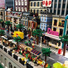 Lego City Train, Lego Trains, Lego Universe, Big Lego, Lego Display, Amazing Lego Creations, Lego Pictures, Lego Construction, Lego Photo