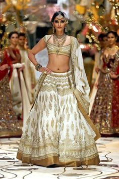 Wedding attire #white #wedding #bollywood