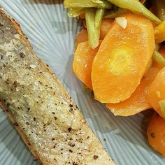 Nothing in this world is better than loving yourself, the people closest to you and stay healthy. grill salmon with butter vegies. Grilled Salmon, How To Stay Healthy, In This World, Grilling, Dinners, Good Food, Butter, Healthy Recipes, Fruit