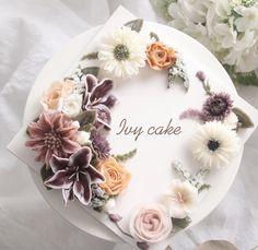Repost ivy_cake_ 오랫만에 꽃놀이 Glossy Butter Cream✨ . . . #buttercreamflower #koreanbuttercreamflowers #flowercake #cakestagram #cake #koreancake #koreanbutterflowercake #cakedecorating #dessert #baking #weddingcake #bakingclass #花蛋糕 #料理#koreanbuttercream #buttercream #koreanflowercakeclass #butterflowercake #koreanflowercake #flowercakeclass