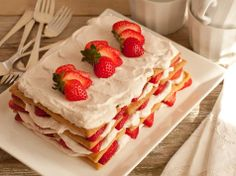 Strawberry Icebox Cake - Need an easy dessert that is as delicious as it is gorgeous? Then you need to try our no-bake recipe for strawberry icebox cake, made with creamy Cabot Greek yogurt, fresh strawberries and graham crackers.