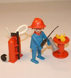 """Pour les collectionneurs, PLAYMOBIL pompier """" mains fixes """" année 80 avec accessoires.http://www.playboutik.com/achat-pompier-vintage-400416.html"""