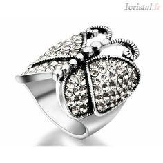 Bague en alliage plaqué argent et strass blanc forme grand papillon Crystal Ring, Plaque, Gemstone Rings, Gemstones, Crystals, Papillons, Ring, Rhinestones, Fit