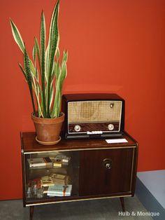 met de radio wat de bar daarin verven ouzo alsof het en grote radio is?