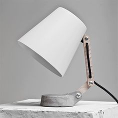 white and grey stone lamp | lighting . Beleuchtung . luminaires | Inspiration @ convoy |