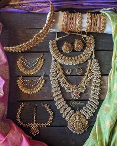 Fine Wedding Jewelry, Wedding Jewellery Designs, Bridal Jewellery Inspiration, South Indian Bridal Jewellery, Antique Jewellery Designs, Indian Jewelry, Wedding Accessories, Jewelry Design Earrings, Gold Jewelry