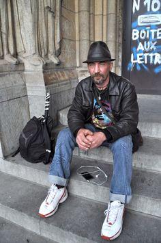 Aitor est arrivé à Bruxelles en 2011, avec la marche des indignés. Ce basque, bien remonté contre le système en place, n'est plus reparti. Il a squaté pendant deux ans cette église désacralisée avant d'être expulsé, comme ses 200 colocataires, en novembre dernier. @HeleneLompech