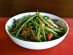 Recipe for Green Bean Tomato Sauté - a healthy, flavorful, gluten free, vegan side dish. Can also be made as a meatless entree. Easy and yummy! Sauteed Green Beans, Green Beans And Tomatoes, Vegan Side Dishes, Food Dishes, Delicious Vegan Recipes, Healthy Recipes, Delicious Dishes, Healthy Salads, Vegetarian Recipes