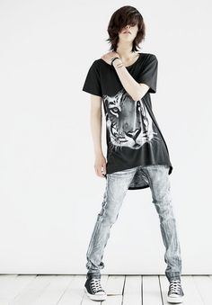 ulzzang fashion and also tigers and skinny jeans and this is probably a boy but…