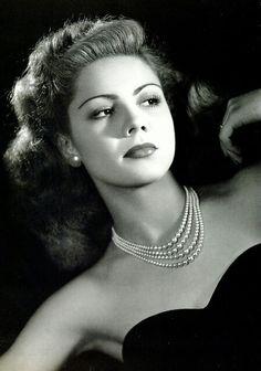Mexican Actress golden area