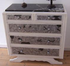 Comment d corer un vieux meuble avec du papier peint for Decopatch meuble