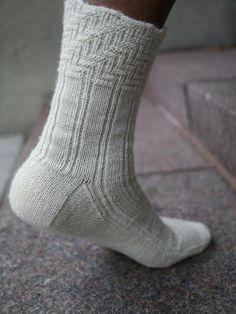 Ravelry: Jazz Strings Sock pattern by Anne Hanson Loom Knitting, Knitting Socks, Knitting Stitches, Hand Knitting, Knitting Patterns, Anne Hanson, Crochet Socks, Knit Socks, How To Purl Knit
