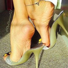High Heel Slides & nothing but Mules Sexy Legs And Heels, Hot High Heels, Feet Soles, Women's Feet, Ankle Chain, Beautiful Toes, Pretty Toes, Sexy Toes, Female Feet