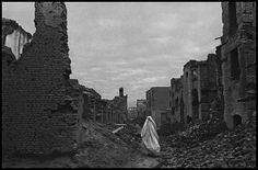 Afghanistan, 1996 - Ruins of Kabul from civil war. (by James Nachtwey)
