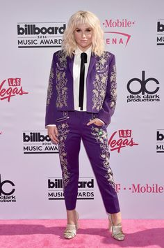 Pin for Later: Seht alle Outfits auf dem roten Teppich der Billboard Music Awards Kesha in Gucci
