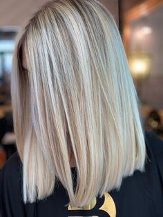 Blonde Hair Shades, Blonde Hair Looks, Hair Inspo, Hair Inspiration, Long Layered Hair, Hair Today, Hair Highlights, New Hair, Locks