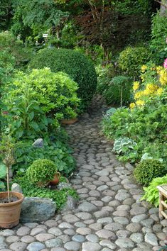 backyard designs – Gardening Ideas, Tips & Techniques Stone Garden Paths, Garden Steps, Garden Yard Ideas, Side Garden, Landscaping With Rocks, Backyard Landscaping, Back Gardens, Outdoor Gardens, English Garden Design