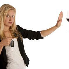 Quem for pego pela Operação Lei Seca dirigindo alcoolizado ou se recusar a fazer o teste do bafômetro, a partir do dia 1º de novembro, pagará uma multa muito superior ao valor cobrado atualmente, que é de R$ 1.915.     Devido a  mudanças na legislação de trânsito, o valor subirá para R$ 2.934,70 e o motorista ainda terá a carteira de habilitação suspensa pelo prazo de 12 meses.