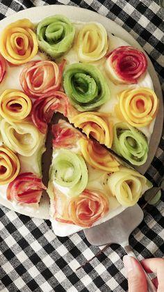Confira a receita de Cheesecake de Frutas e Oreo Sem Forno do Tastemade Fruit Cheesecake, No Bake Cheesecake, Cheesecake Recipes, No Bake Desserts, Delicious Desserts, Dessert Recipes, Yummy Food, Coctails Recipes, Drink Recipes
