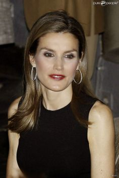 Princess Letizia attended the final of a science competition that aims to promote the dissemination of scientific knowledge. The evening was held in Madrid.
