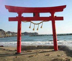 Π , símbolo de la religión shinto.