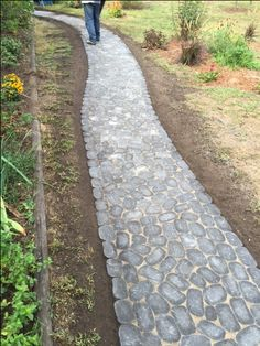 Create a grand entrance to your home with a walkway and steps with Cambridge! Installation: Venquetini