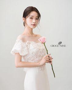 Read information on wedding event hairstyles Pre Wedding Photoshoot, Bridal Shoot, Bridal Gowns, Wedding Gowns, Korean Wedding Makeup, Bride Makeup Natural, Short Bridal Hair, Wedding Story, Selca