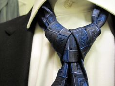 Ediety knot or the Merovingian knot, Merovingian being the character in the Matrix trilogy that sports this particular knot.