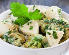 Salade rassasiante de brocoli à la pomme : http://www.fourchette-et-bikini.fr/recettes/recettes-minceur/salade-rassasiante-de-brocoli-la-pomme.html