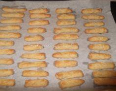 Αλμυρά Κουλουράκια (Μπατόν Σαλέ)   Cheese Biscuits, Greek Recipes, Hot Dog Buns, Food Dishes, Cookie Recipes, Muffin, Sweet Home, Food And Drink, Bread