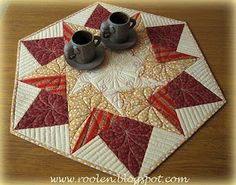 I love patchwork Star Quilts, Mini Quilts, Quilt Blocks, Quilting Tutorials, Quilting Projects, Quilting Designs, Table Runner And Placemats, Quilted Table Runners, Plus Forte Table Matelassés
