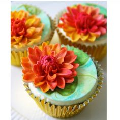 Water lily on cupcake!