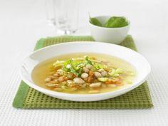 Bohnen-Gemüse-Suppe auf italienische Art ist ein Rezept mit frischen Zutaten aus der Kategorie Gemüsesuppe. Probieren Sie dieses und weitere Rezepte von EAT SMARTER!