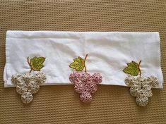 Croche Decor Pad, Decor Room, Applique Towels, Sewing Crafts, Sewing Projects, Yo Yo Quilt, Fabric Flowers, Hand Embroidery, Quilt Patterns