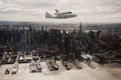 1977 Navette spaciale Enterprise transportée par un Boeing 747 au dessus de New York. ©Robert Markowitz 2012
