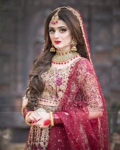 Inspiring Pakistani Bridal Makeup Looks for Your Big Day Asian Bridal Dresses, Latest Bridal Dresses, Pakistani Wedding Outfits, Pakistani Bridal Dresses, Pakistani Wedding Dresses, Bridal Outfits, Bridal Lehenga, Pakistani Bridal Makeup Red, Bridal Makup