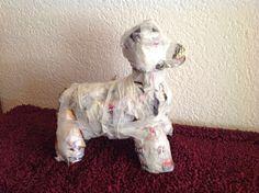 Kreakipje: Papier Maché hond Paper Mache Animals, Crafts For Kids, Lion Sculpture, Vans, Puppies, Statue, Diy, Surprise Ideas, School