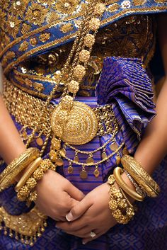 Classic gold, Thai traditional clothes and accessories Thai Traditional Dress, Traditional Fashion, Traditional Outfits, Cambodian Wedding Dress, Thai Wedding Dress, Wedding Dresses, Thai Fashion, Fashion Art, Trendy Fashion