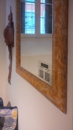 Python Mirror with leather Cocco detail in Spazio PUNTO31